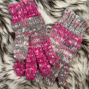 3/21❤️ Knitted Pink grey gloves NWOT
